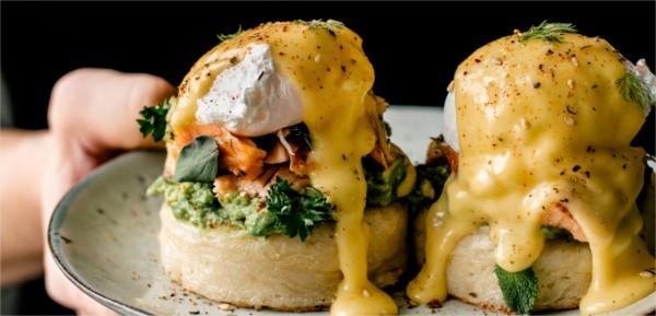 Que met-on sur des œufs Bénédicte ?