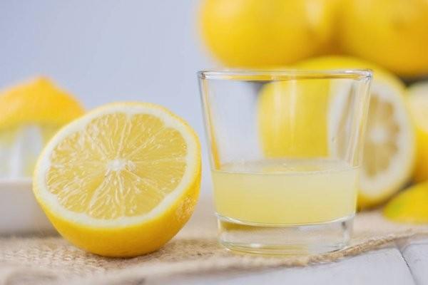 Le jus de citron pressé