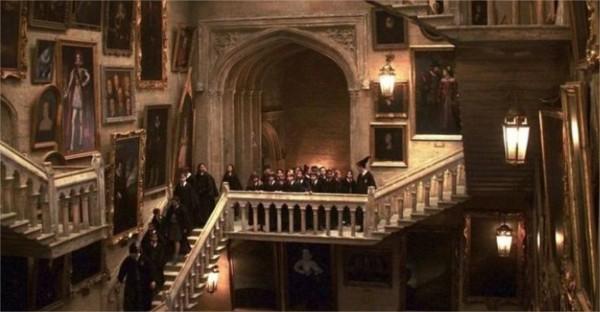 Combien d'escaliers possèdent Poudlard ?