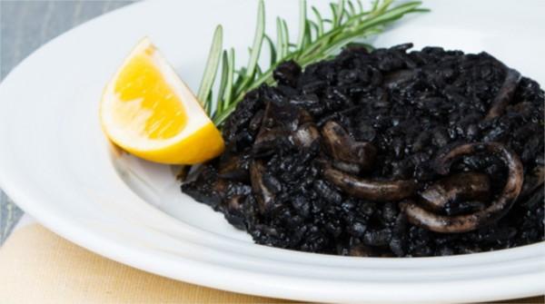 Quel aliment donne la couleur noir
