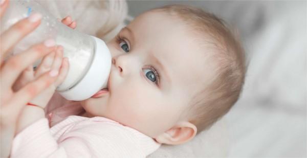 Combien de biberons boit un bébé