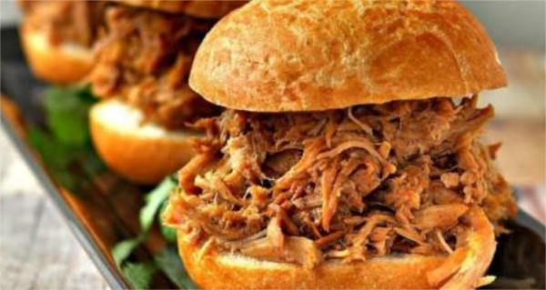 Dans ce burger le porc est :